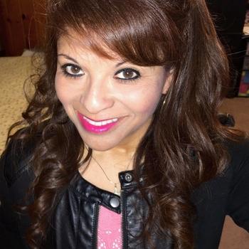 50 jarige vrouw, Sandraklein zoekt sexcontact met man in Limburg