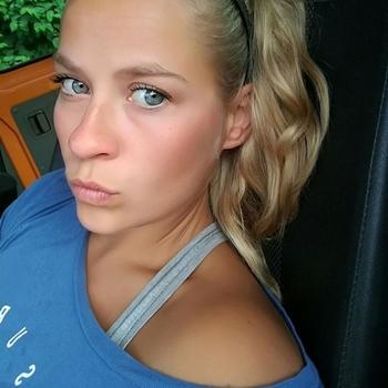 21 jarige vrouw zoekt man in Zuid-Holland