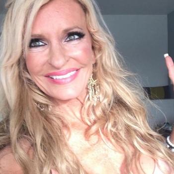 56 jarige vrouw, Rosalyn zoekt sexcontact met man in Zuid-Holland