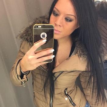 Sexdate met Mooni - Vrouw (24) zoekt man Flevoland