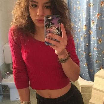 21 jarige Vrouw zoekt sex in Hilversum