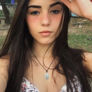 Sexdate met Brana - Vrouw (22) zoekt man Luik
