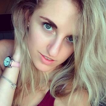 Sexdate met Surfchicky - Vrouw (23) zoekt man Het Brussels Hoofdst