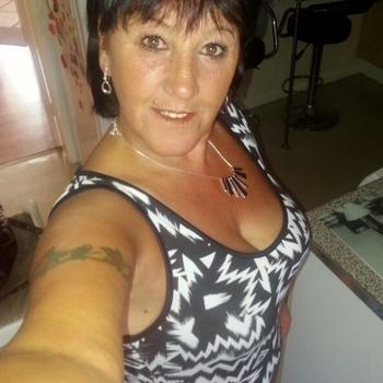 MaturEsmeralda, 56 jarige vrouw zoekt seks in Zuid-Holland
