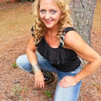 51 jarige vrouw zoekt man in Noord-Brabant