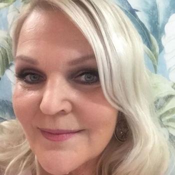Naaad, 56 jarige vrouw zoekt seks in Gelderland