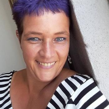 Sex met Mieke44, meld je gratis aan en maak snel geil contact
