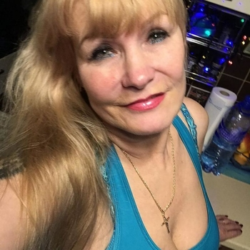 Sann, 55 jarige vrouw zoekt seks in Noord-Brabant